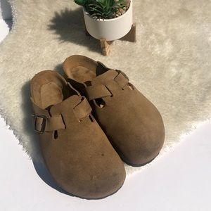 Birkenstocks | Boston Clogs in Tan Suede Size 8